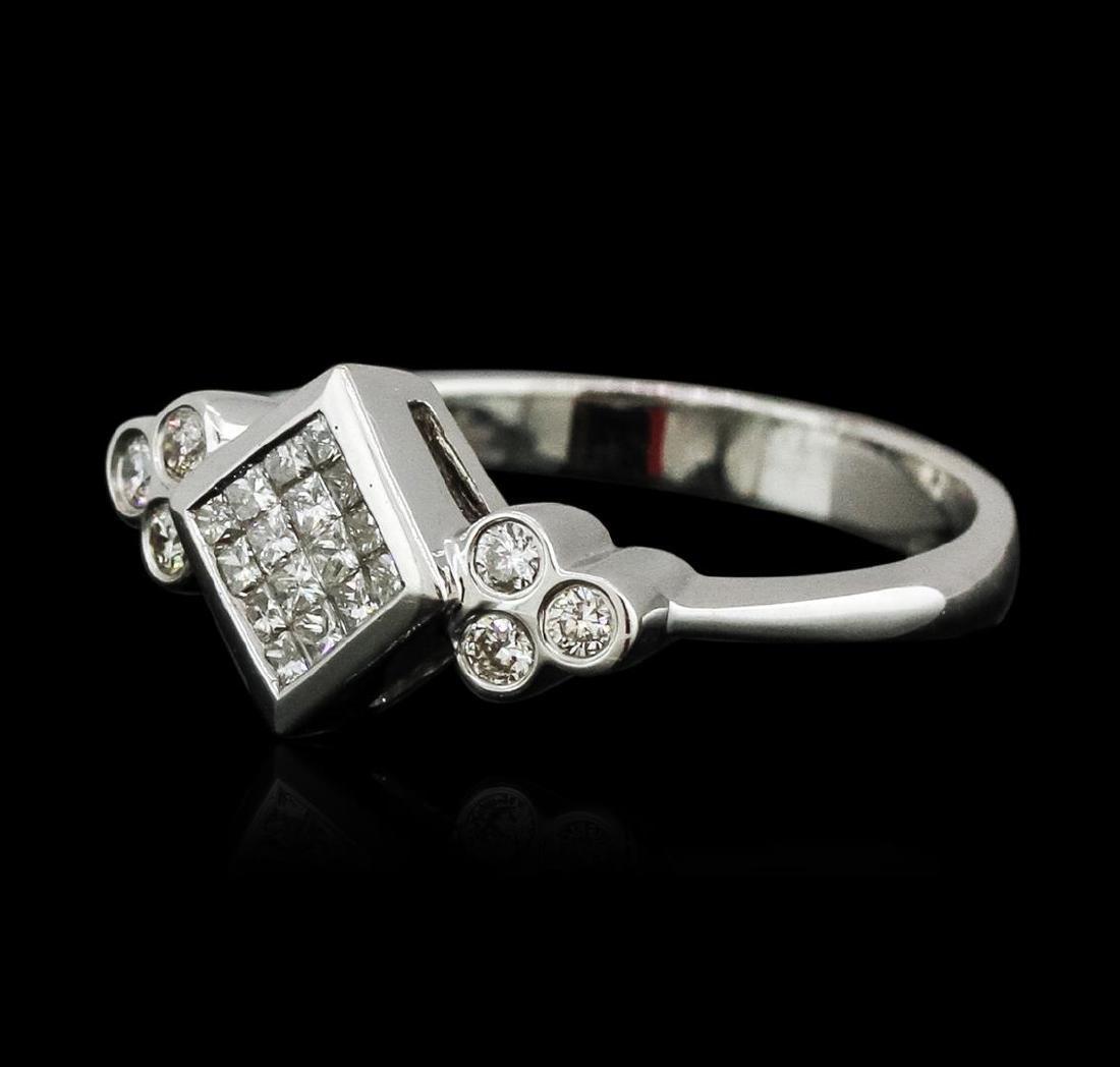18KT White Gold 0.40 ctw Diamond Ring - 2