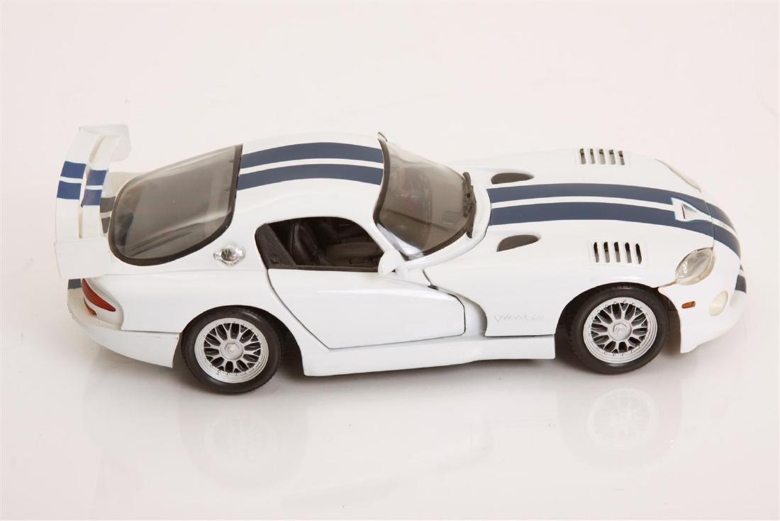 1/18 Scale Dodge Viper GTSR Coupe by Maisto - 3