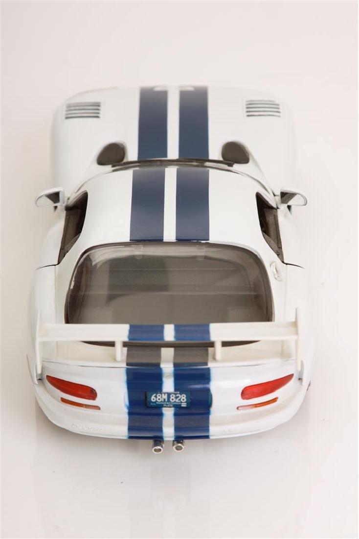1/18 Scale Dodge Viper GTSR Coupe by Maisto - 4