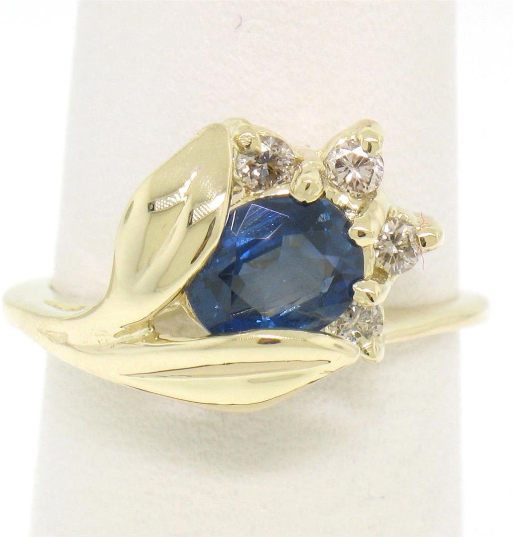 14K Solid Yellow Gold 1.14 ctw Oval Sapphire Blooming