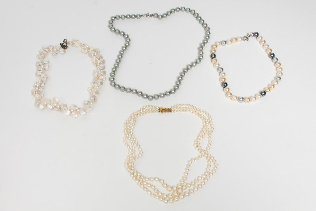 Pearl Necklaces, Group of 4 Woman's