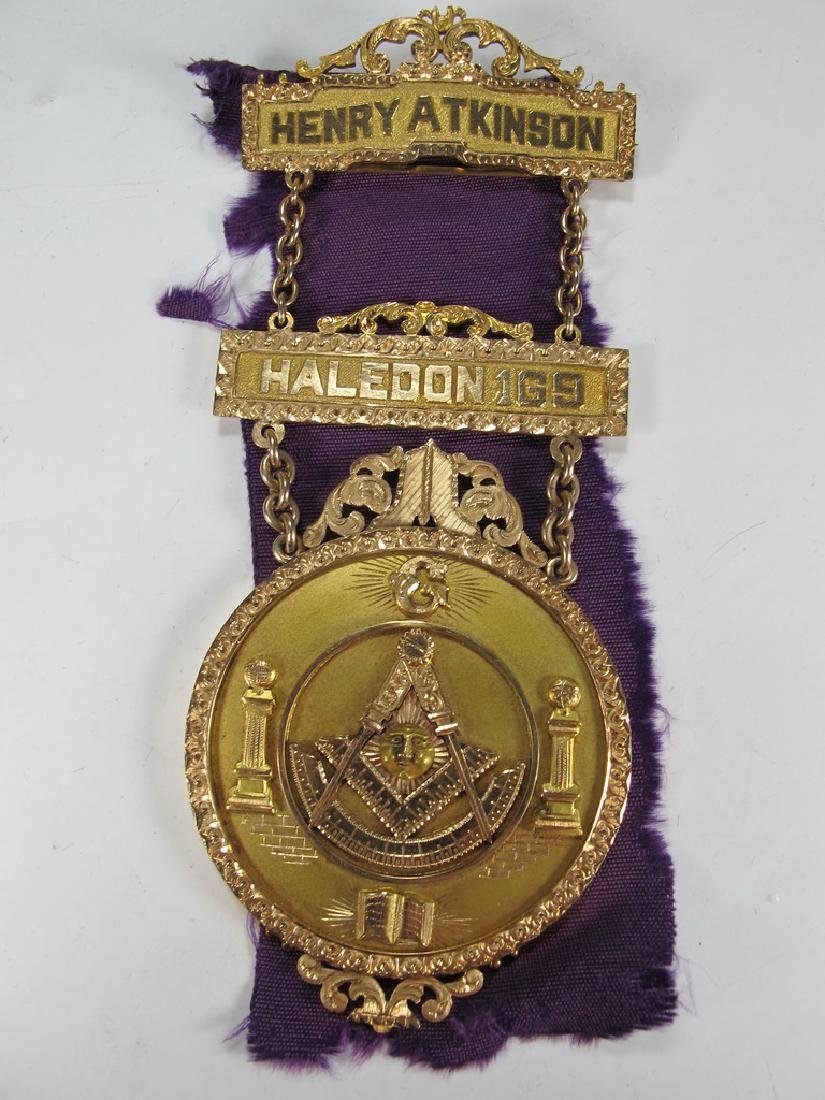 Antique Masonic 12 k gold breast jewel