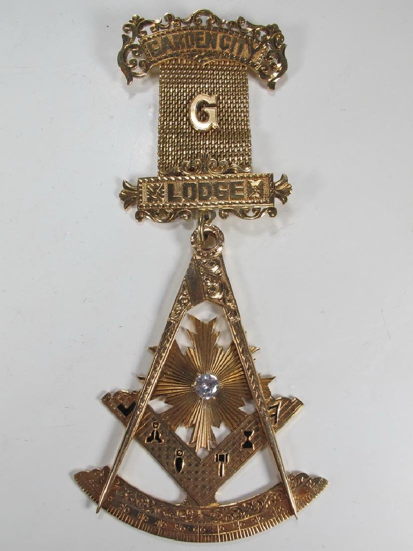 Vintage Masonic 14 kt gold Past Master jewel