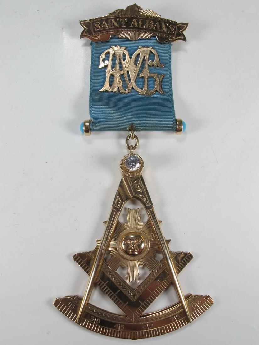 Antique Masonic 10 kt gold Past Master jewel