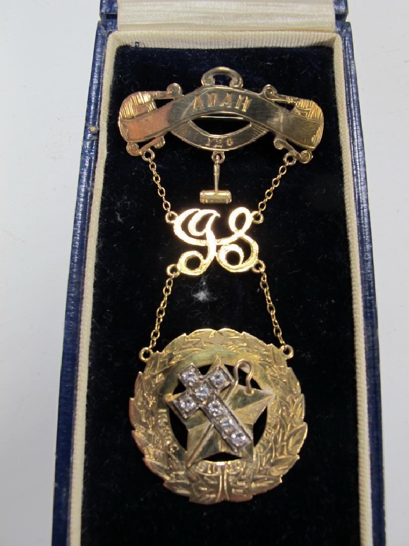 Antique Masonic 9 kt gold breast jewel