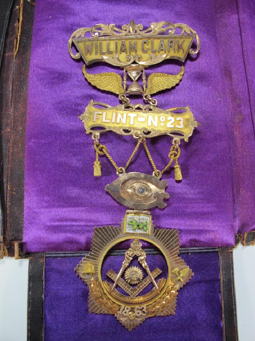 Antique Masonic 9 kt gold Past Master jewel
