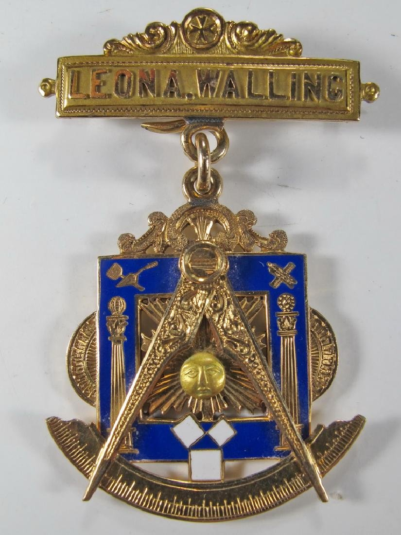 Antique Masonic stamped 14k gold Past Master jewel