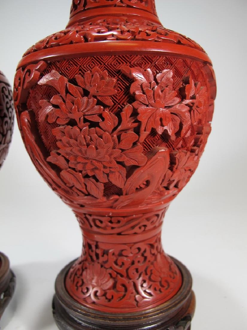 Vintage Chinese pair of cinnabar vases with a wood base - 4