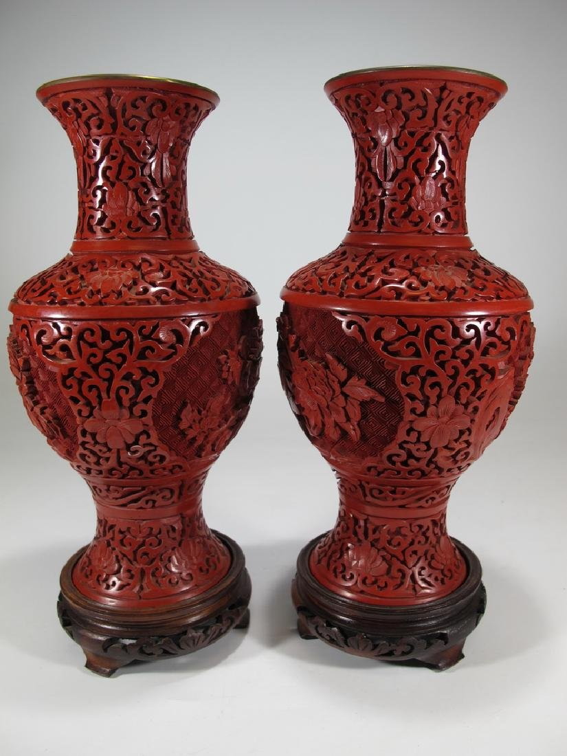 Vintage Chinese pair of cinnabar vases with a wood base - 6