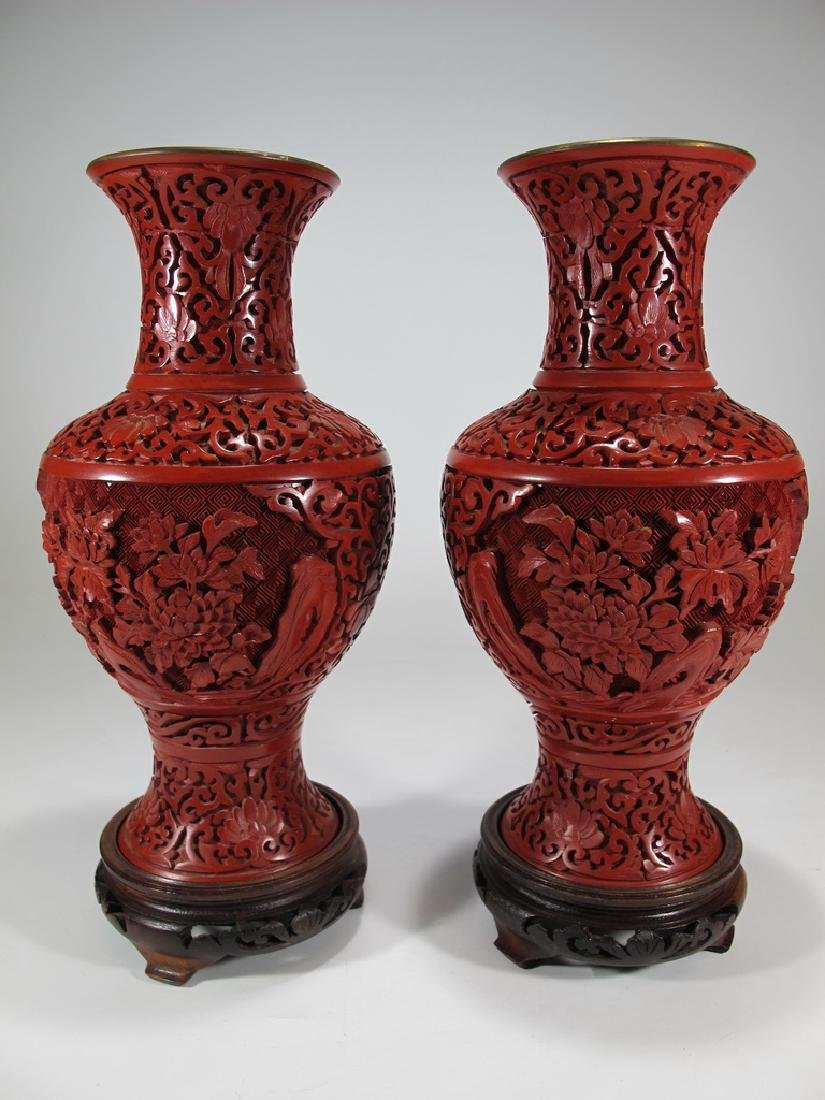 Vintage Chinese pair of cinnabar vases with a wood base - 7
