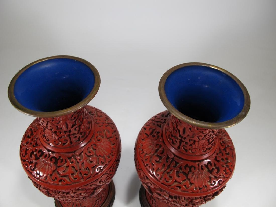 Vintage Chinese pair of cinnabar vases with a wood base - 8