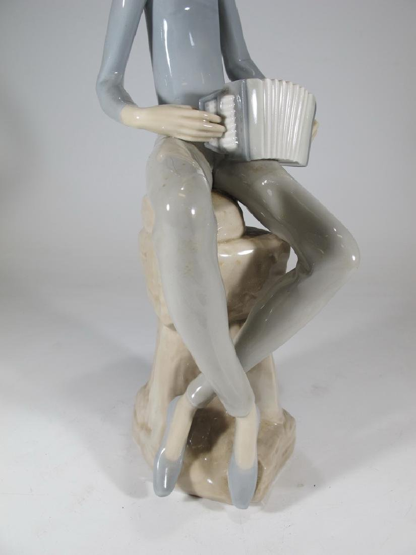 Lladro Nao man playing accordion porcelain statue - 3