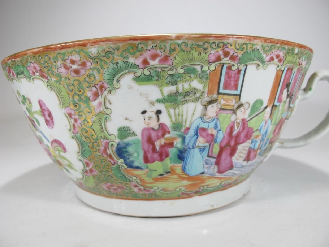 Antique Chinese Rose Medallon porcelain chamber pot - 3