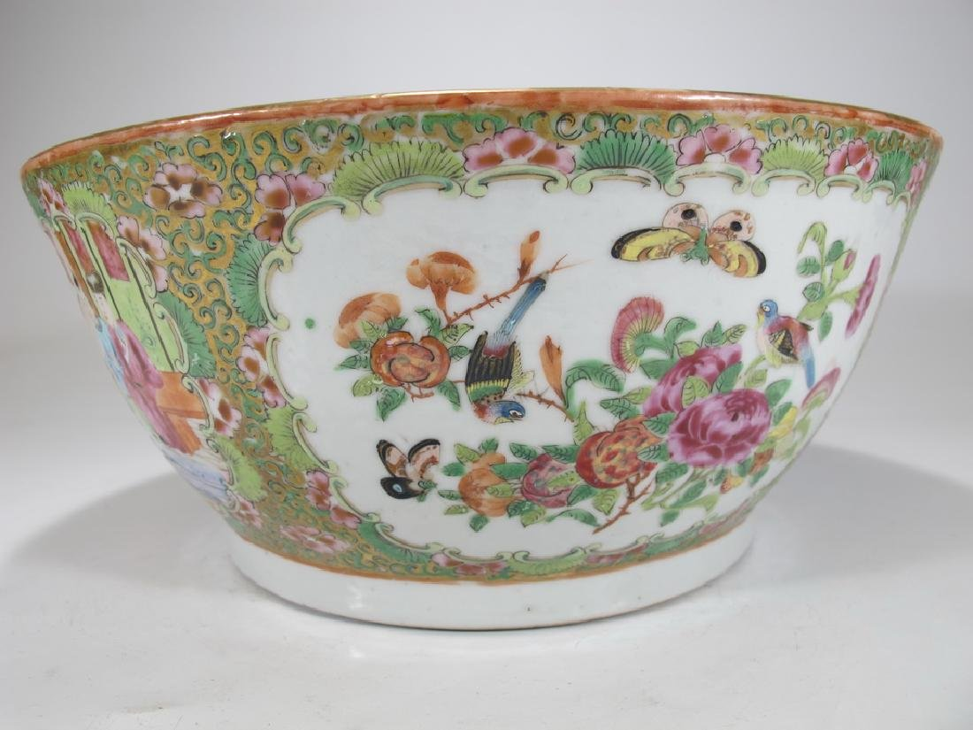 Antique Chinese Rose Medallon porcelain chamber pot - 4