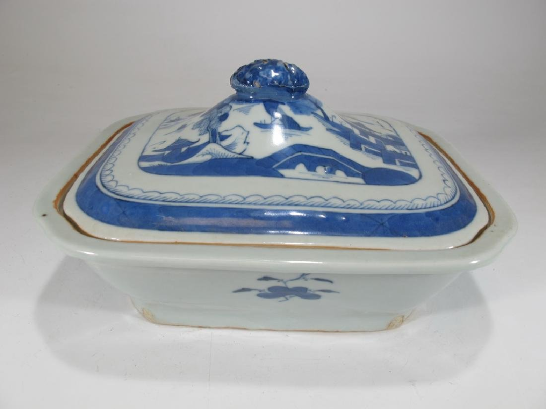 Antique Chinese Export Canton porcelain tureen