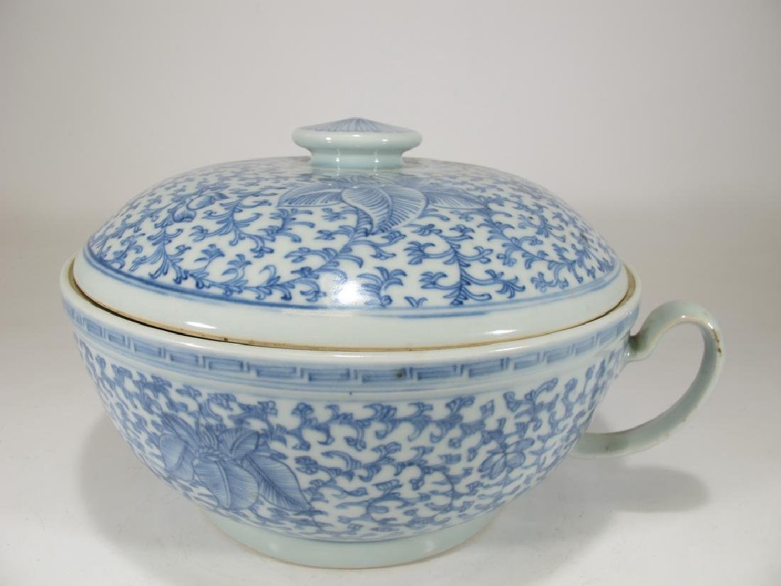 Antique Chinese porcelain lided chamber pot