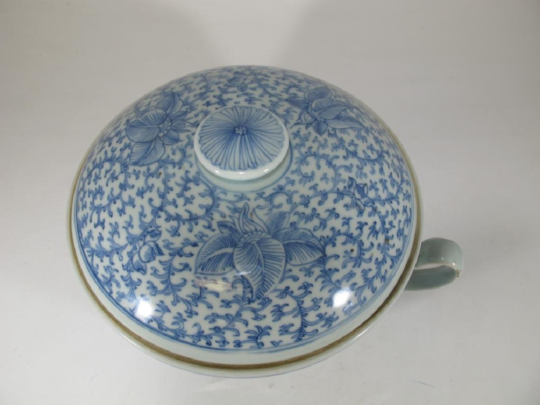 Antique Chinese porcelain lided chamber pot - 2