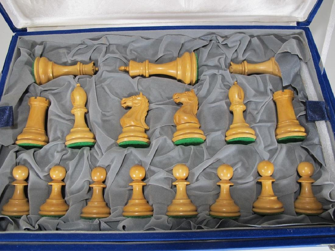 Great wood chess set in a velvet box - 2