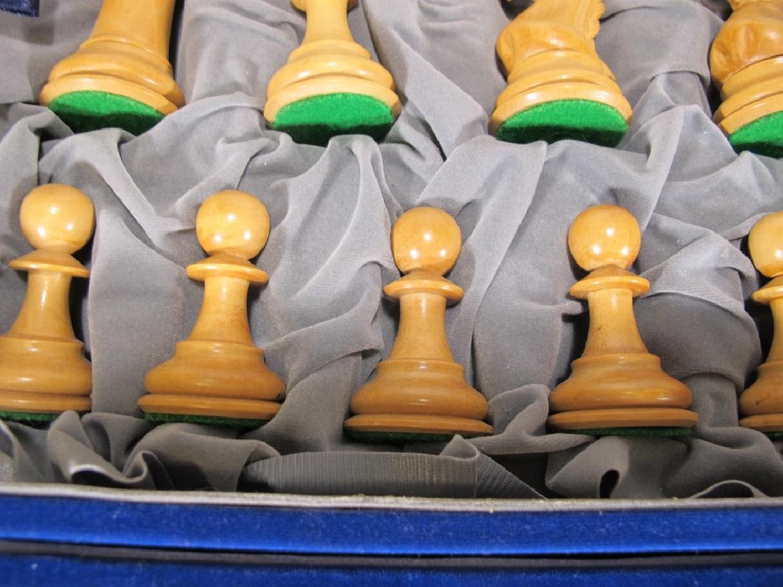 Great wood chess set in a velvet box - 4