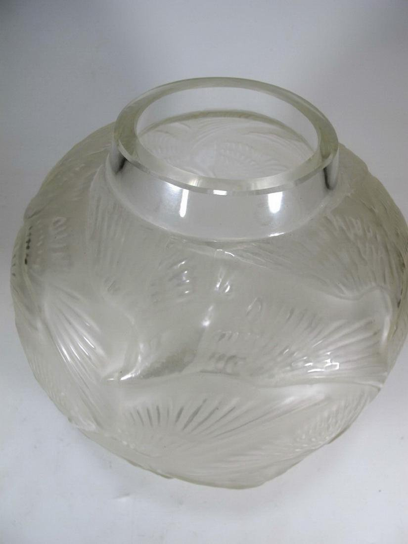 Signed R. Lalique Archers glass vase - 2