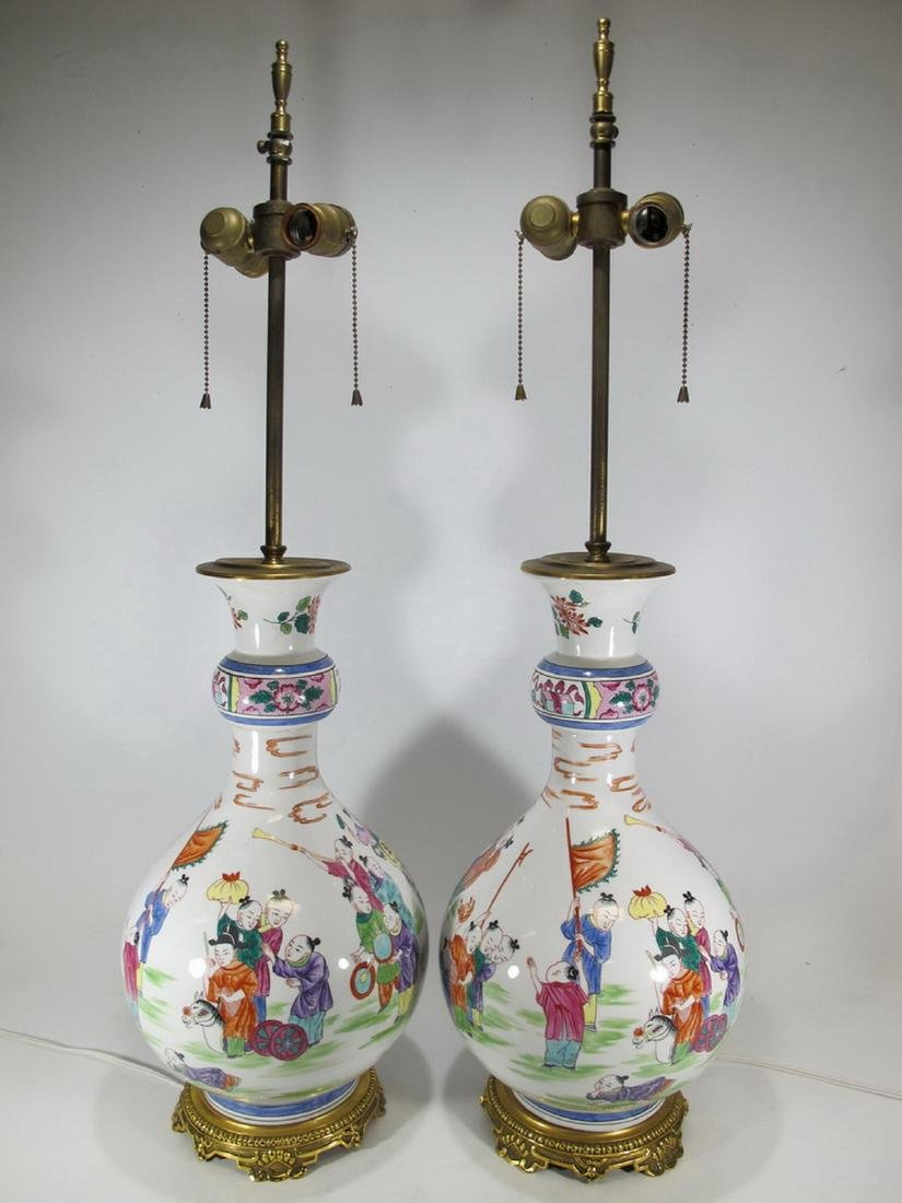 Great Chinese pair of porcelain table lamps