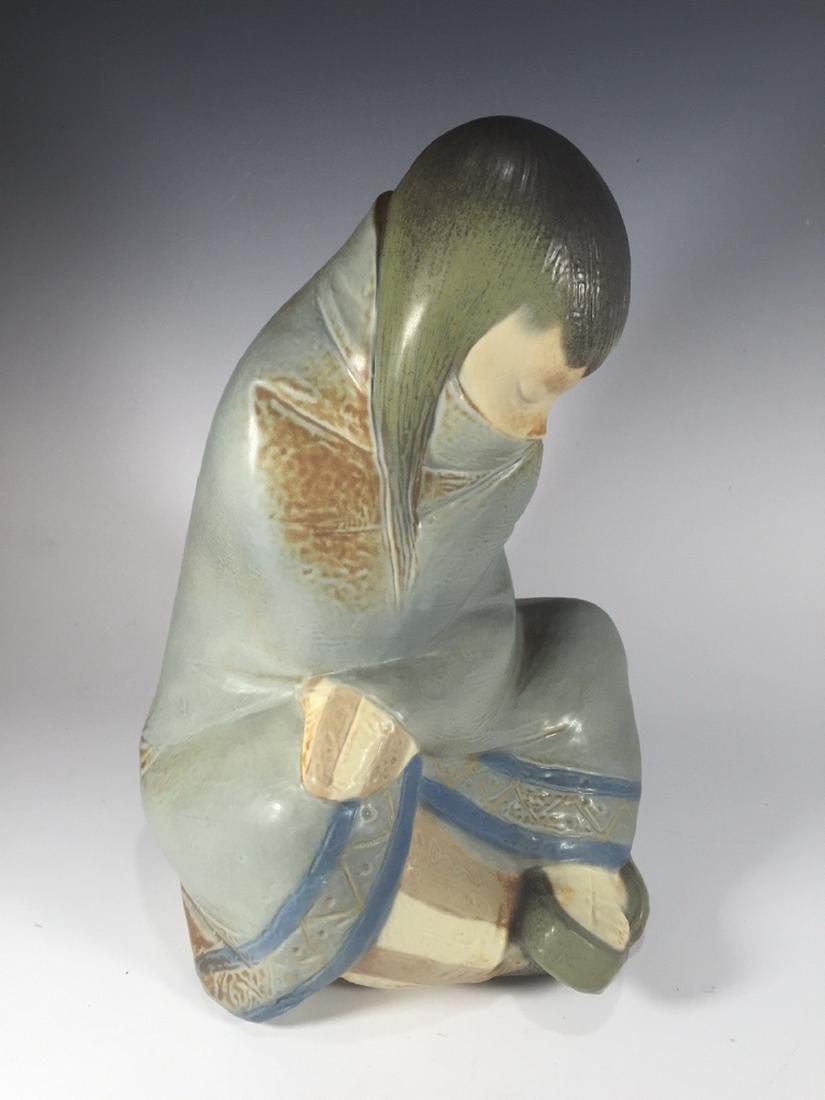 LLADRO Porcelain Figurine ESKIMO GIRL 2008.3 - 5