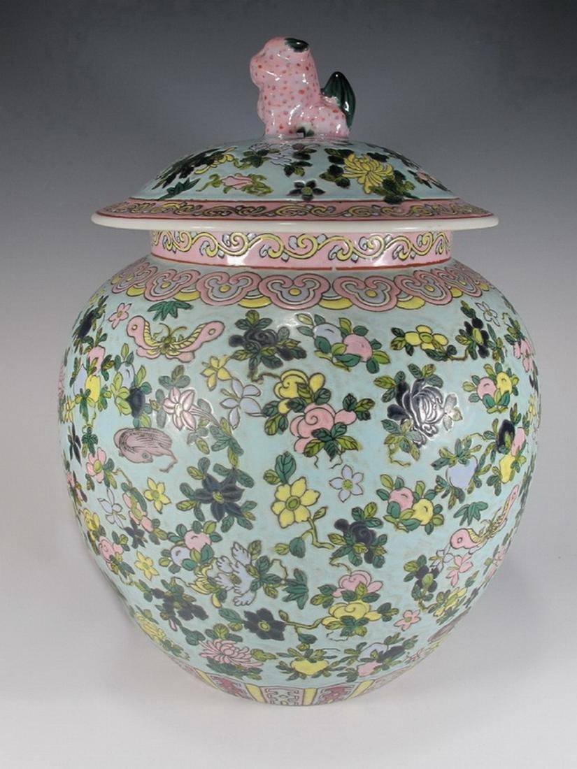 Vintage Chinese porcelain lided jar