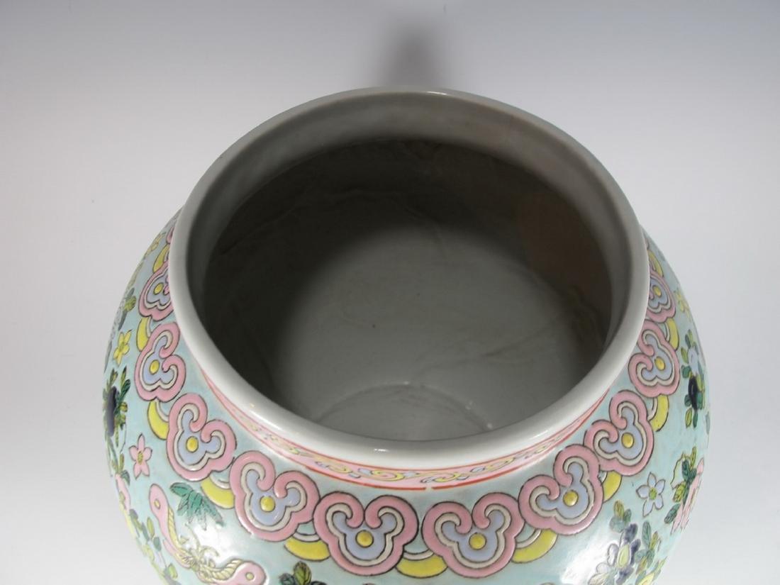 Vintage Chinese porcelain lided jar - 3