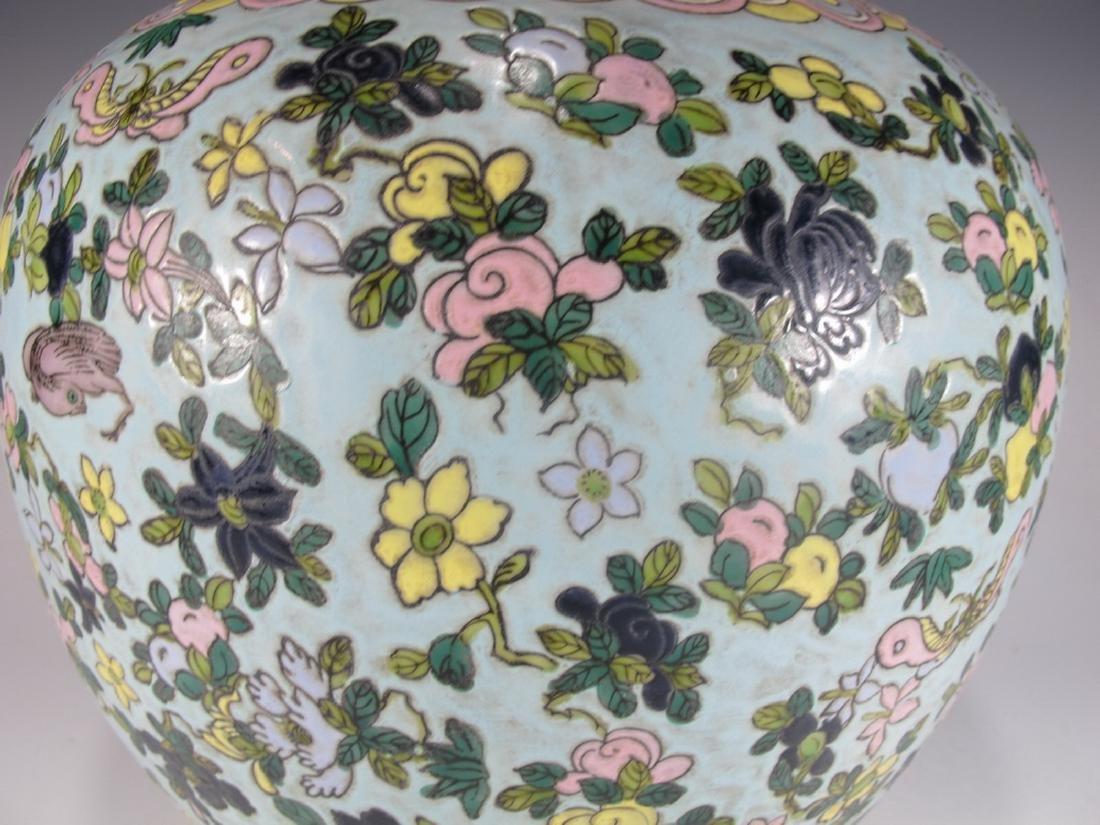 Vintage Chinese porcelain lided jar - 4