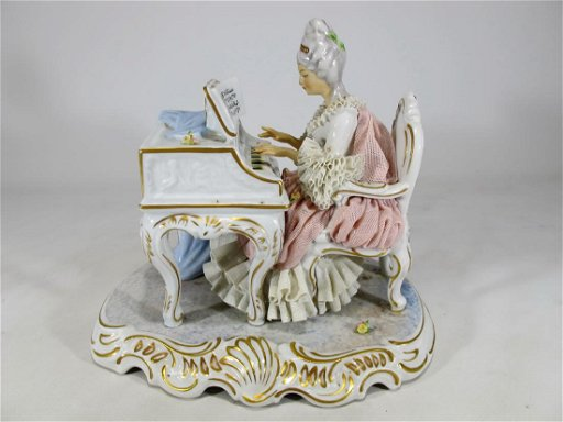 Sandizell West Germany porcelain statue - Mar 28, 2019