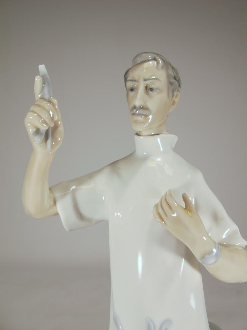 Lladro Doctor porcelain figurine - 2