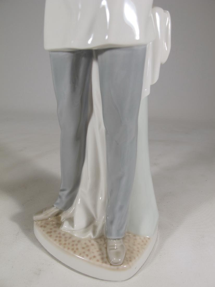 Lladro Doctor porcelain figurine - 3