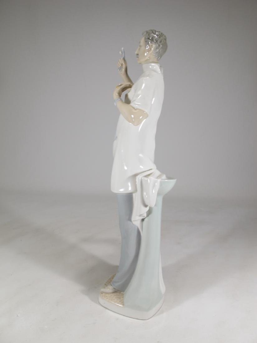 Lladro Doctor porcelain figurine - 4