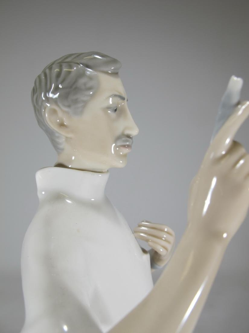 Lladro Doctor porcelain figurine - 7