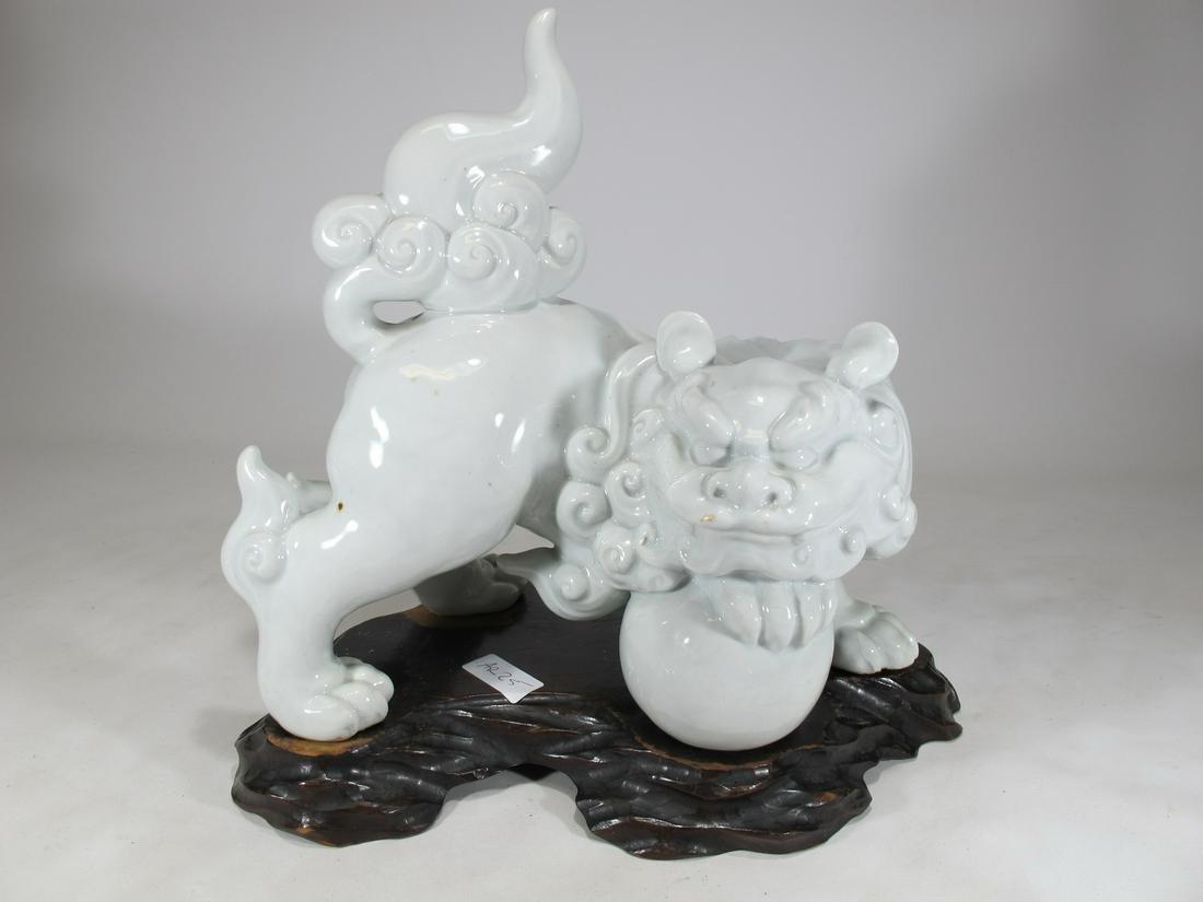 Chinese blanc de chine foodog porcelain statue
