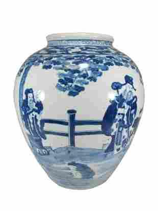 Vintage Chinese blue & white porcelain vase