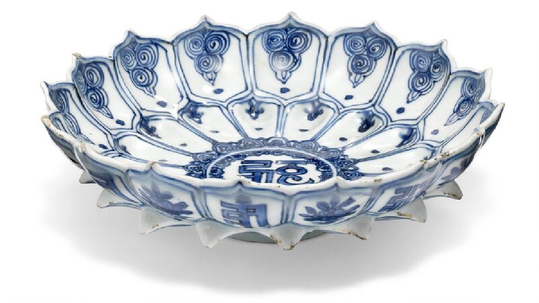 A Chinese lotus shaped porcelain dish decorated in