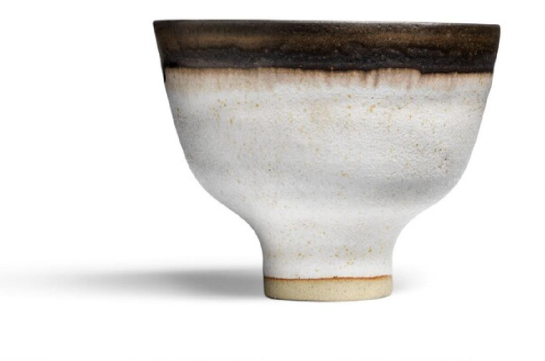 Lucie Rie: Small footed porcelain bowl. H. 5,6 cm.