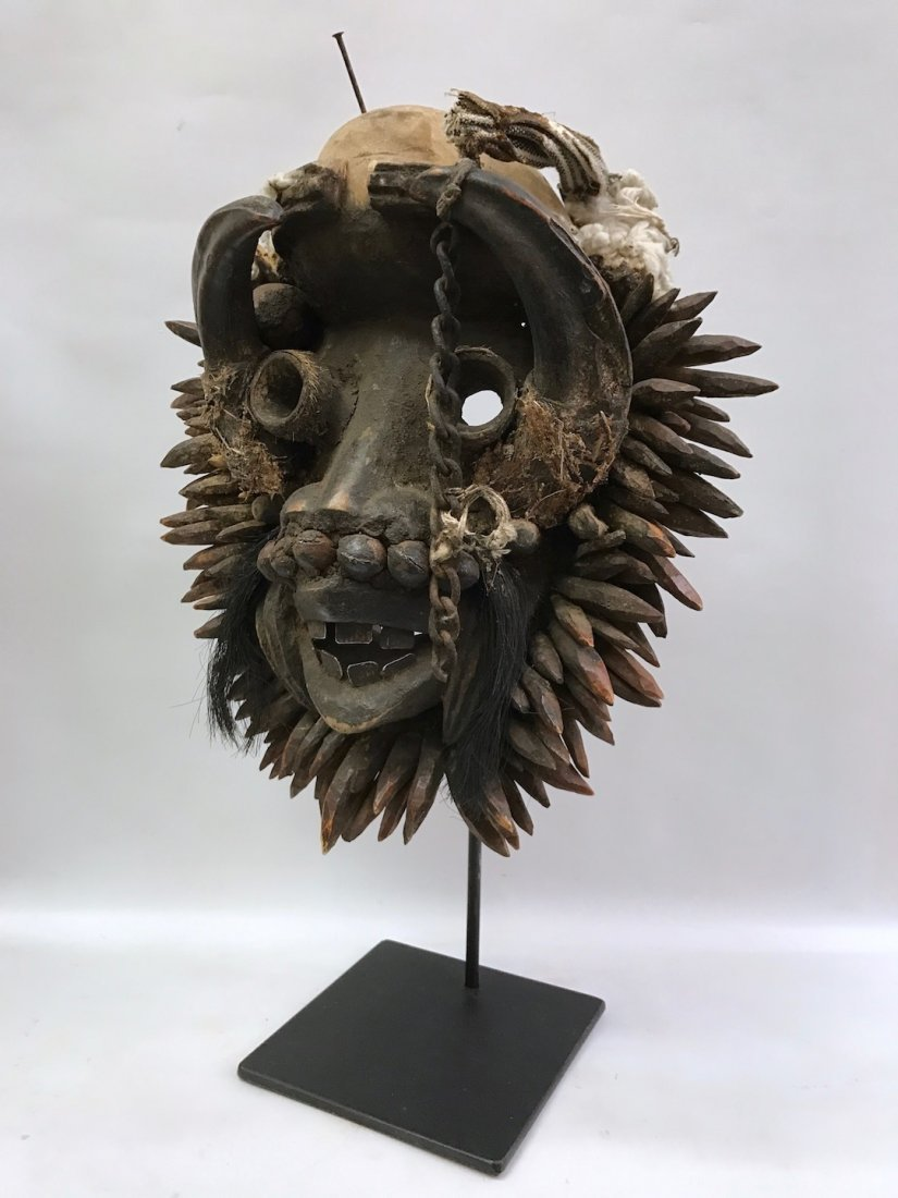 We/Wobe Mask with Stand - 4