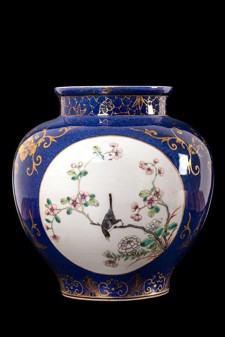 CHINESE FAMILLE ROSE PORCELAIN JAR.