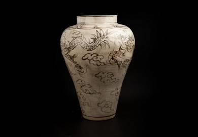 KOREA LI CHAO - LARGE JAR WITH DRAGON PATTERN