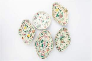 4 EARLY 20TH CENTURY FAMILLE ROSE TRAYS