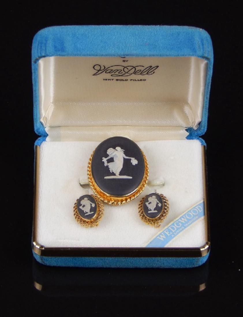 WEDGWOOD JASPER WARE BROOCH & EARRINGS