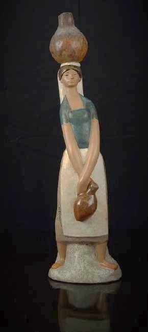 """LLADRO  GRES # 2023 """"GIRL TO THE FOUNTAIN""""  FIGURE"""