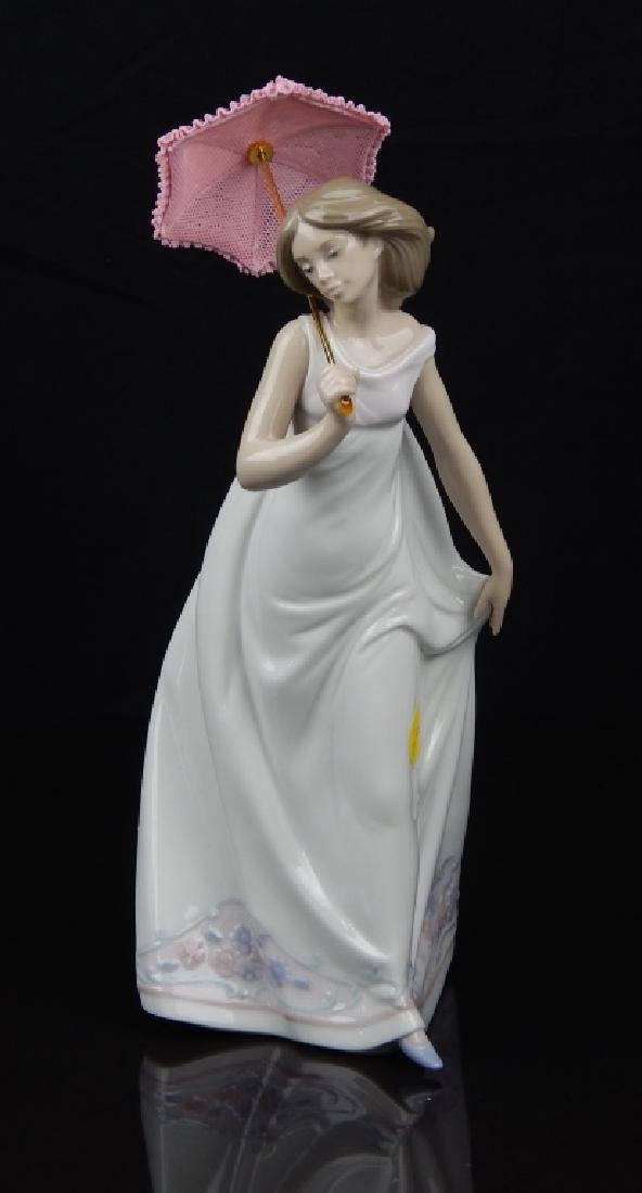 "LLADRO # 7636 ""AFTERNOON PROMENADE"" FIGURE"