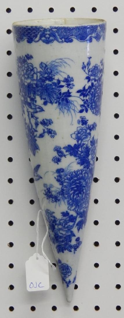 CHINESE ANTIQUE BLUE & WHITE PORCELAIN WALL POCKET