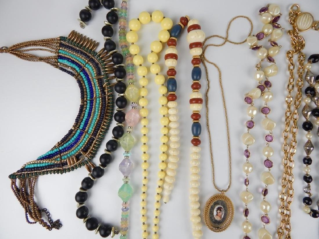 15 COSTUME BEADED AND CHAIN NECKLACES SOME SIGNED - 3