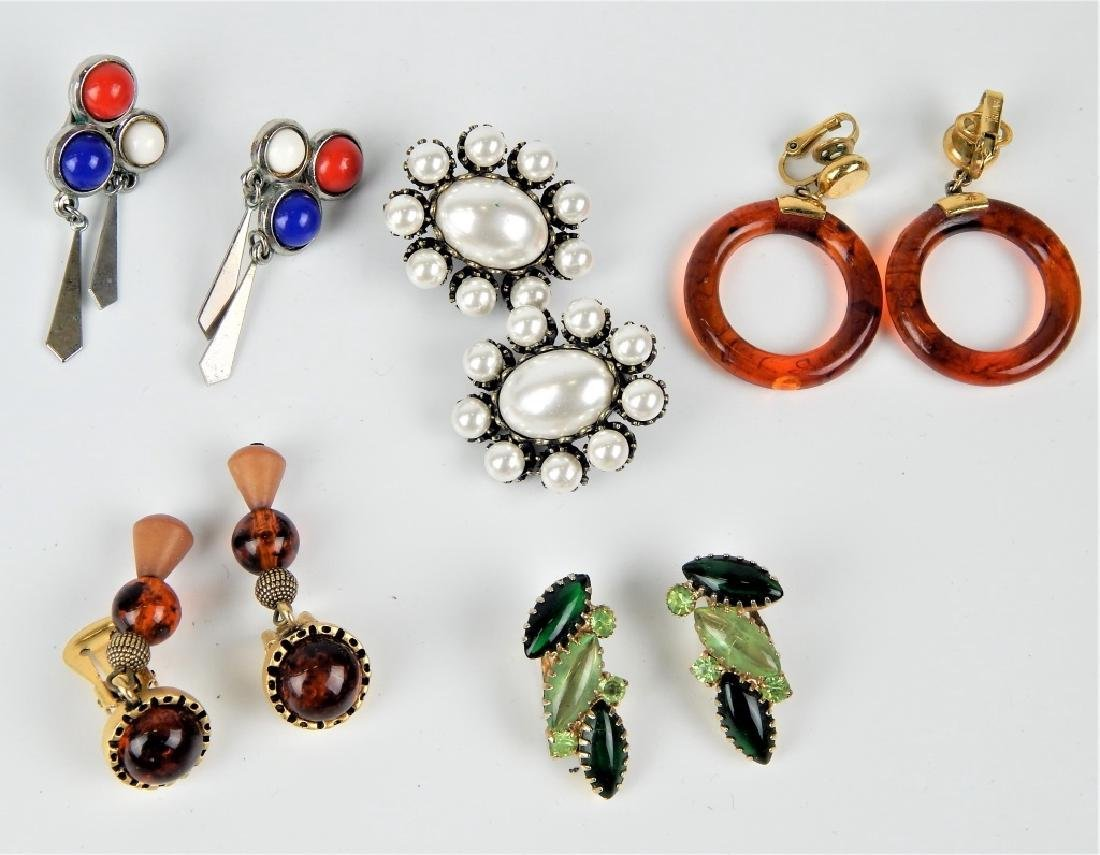 5 VINTAGE COSTUME JEWELRY EARRINGS SOME SIGNED