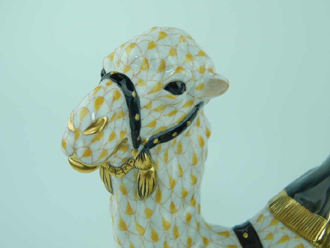 LARGE HEREND YELLOW FISHNET CAMEL FIGURE 15472 - 2