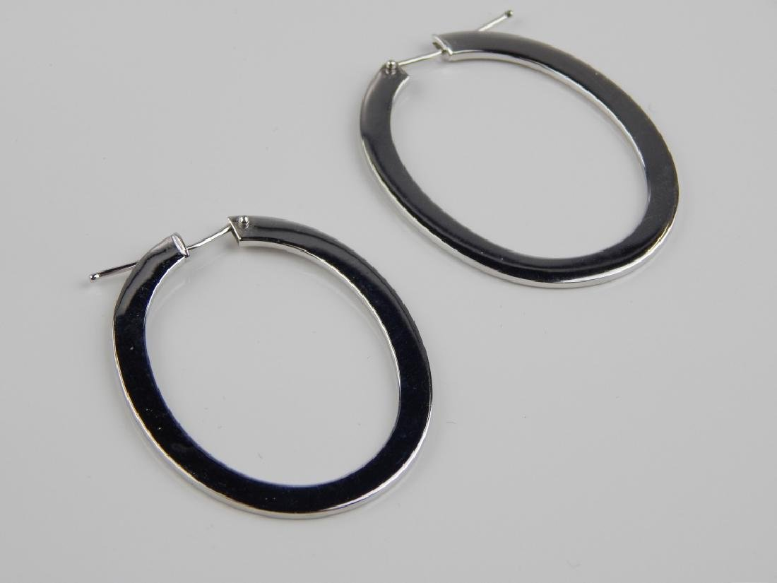 ROBERTO COIN 18K WHITE GOLD OVAL HOOP EARRINGS - 2